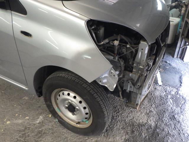 鹿児島市 ダイハツ ミラのフェンダーとバンパーを修理しました。