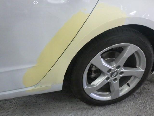 アウディ A3 (AUDI) のクオーターパネルとリアドアを板金しました。