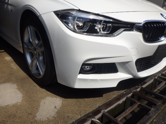 BMW 318i(M Sport)のフロントバンパーを修理しました。