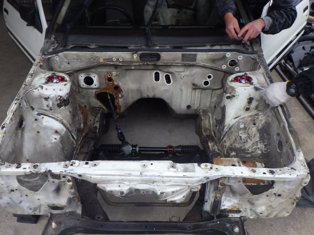 トヨタAE86 カローラレビンのフレーム修正、塗装をしました。